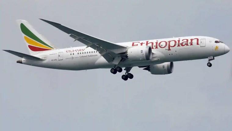 Avião cai na Etiópia com 157 pessoas a bordo; não há sobreviventes