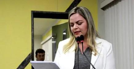 Vereadora Ada Dantas reitera pedido de convocação à prefeitura
