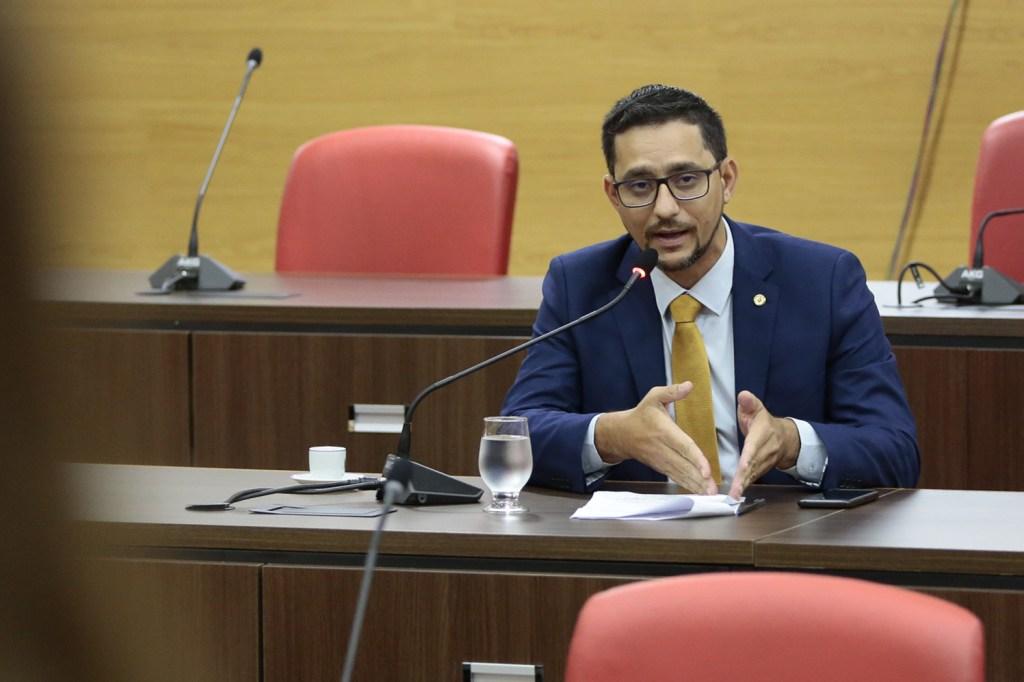 Anderson Pereira pede esclarecimento sobre possível fechamento de escola em Presidente Médici