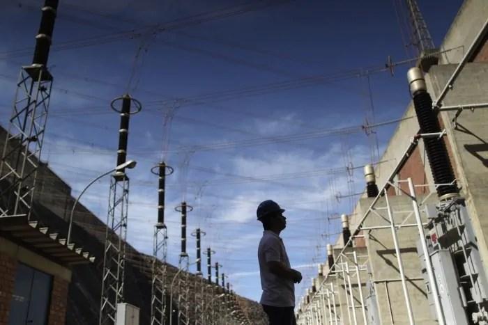 PF faz operação contra desvio de dinheiro no setor de energia elétrica