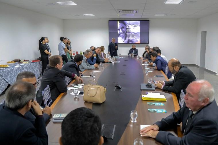 Corregedoria Geral do TJ apresenta campanha Declare seu Amor aos deputados estaduais