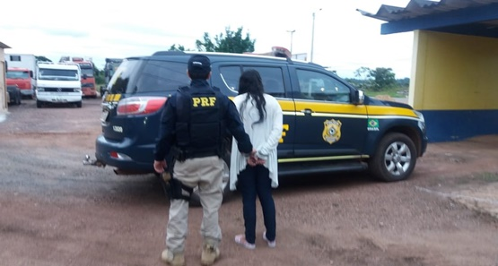 PRF prende mulher com mais de 26 kg de maconha na bagagem