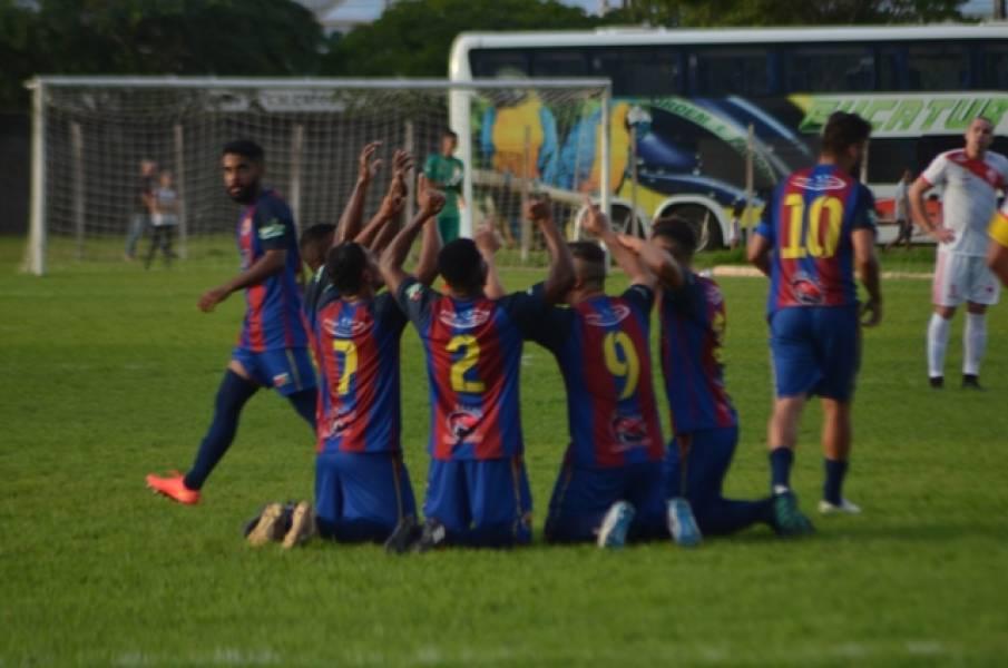 Com goleiro improvisado, Barcelona vence o Rio Branco no Portal da Amazônia e lidera o Grupo A1