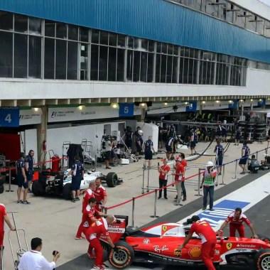 Bolsonaro assina termo para levar F-1 para autódromo no RJ