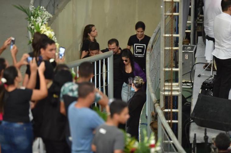 Xand Avião passa mal durante velório de cantor Gabriel Diniz