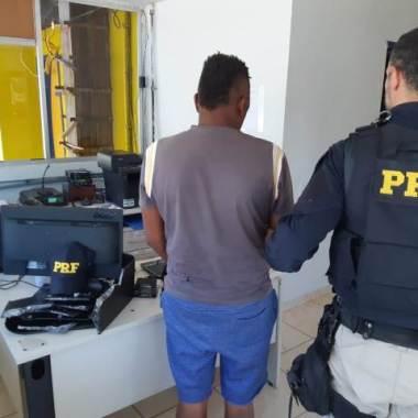 PRF flagra homem transportando 5 quilos de cocaína em ônibus na BR 364