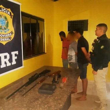 PRF prende trio em flagrante com armas de fogo na BR 364