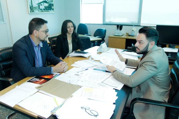 Em reunião na Casa Civil, deputado Anderson busca uma solução para garantir o realinhamento salarial de agentes