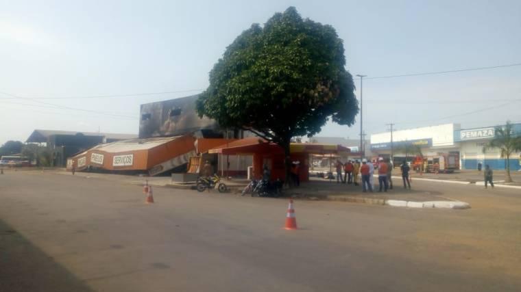 Após incêndio, prédio da Rondobrás é demolido em Porto Velho