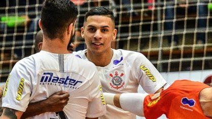 Jogador do Corinthians e Seleção brasileira é morto a tiros após briga em casa noturna