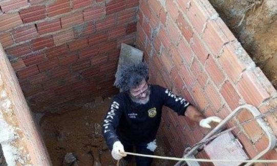 Homem se apresenta a delegacia confessa que matou irmão e jogou corpo em fossa