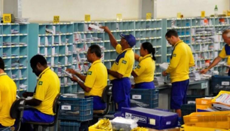 Funcionários dos Correios entram em greve no país por tempo indeterminado