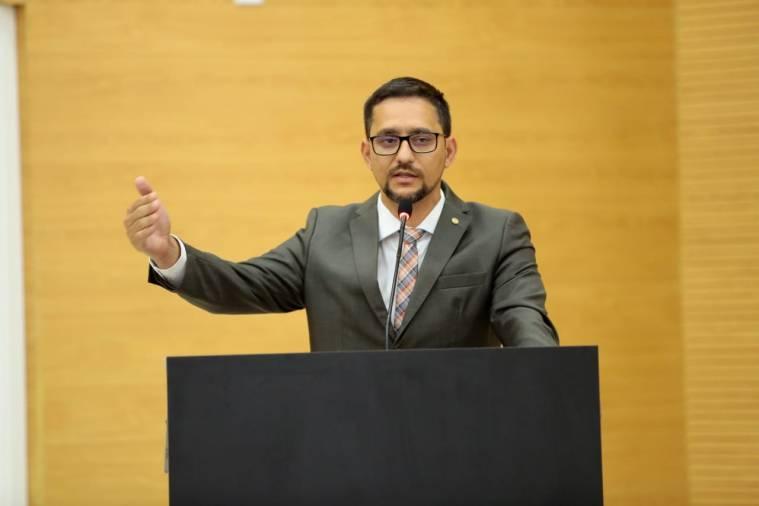 Deputado Anderson vai entregar Voto de Louvor a policiais que realizaram parto dentro de voadeira em pleno Rio Madeira