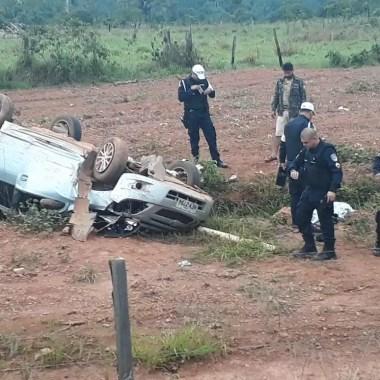 Duas pessoas morrem após veículo capotar na Estrada da Penal