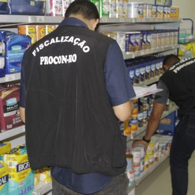 Procon fiscaliza farmácias e lojas funerárias de Porto Velho e ação deve acontecer em outros setores do comércio