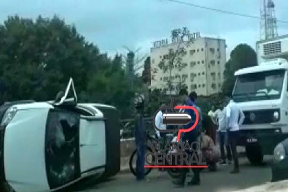 Condutor tem mal súbito e capota Pick UP na ponte do Rio Machado