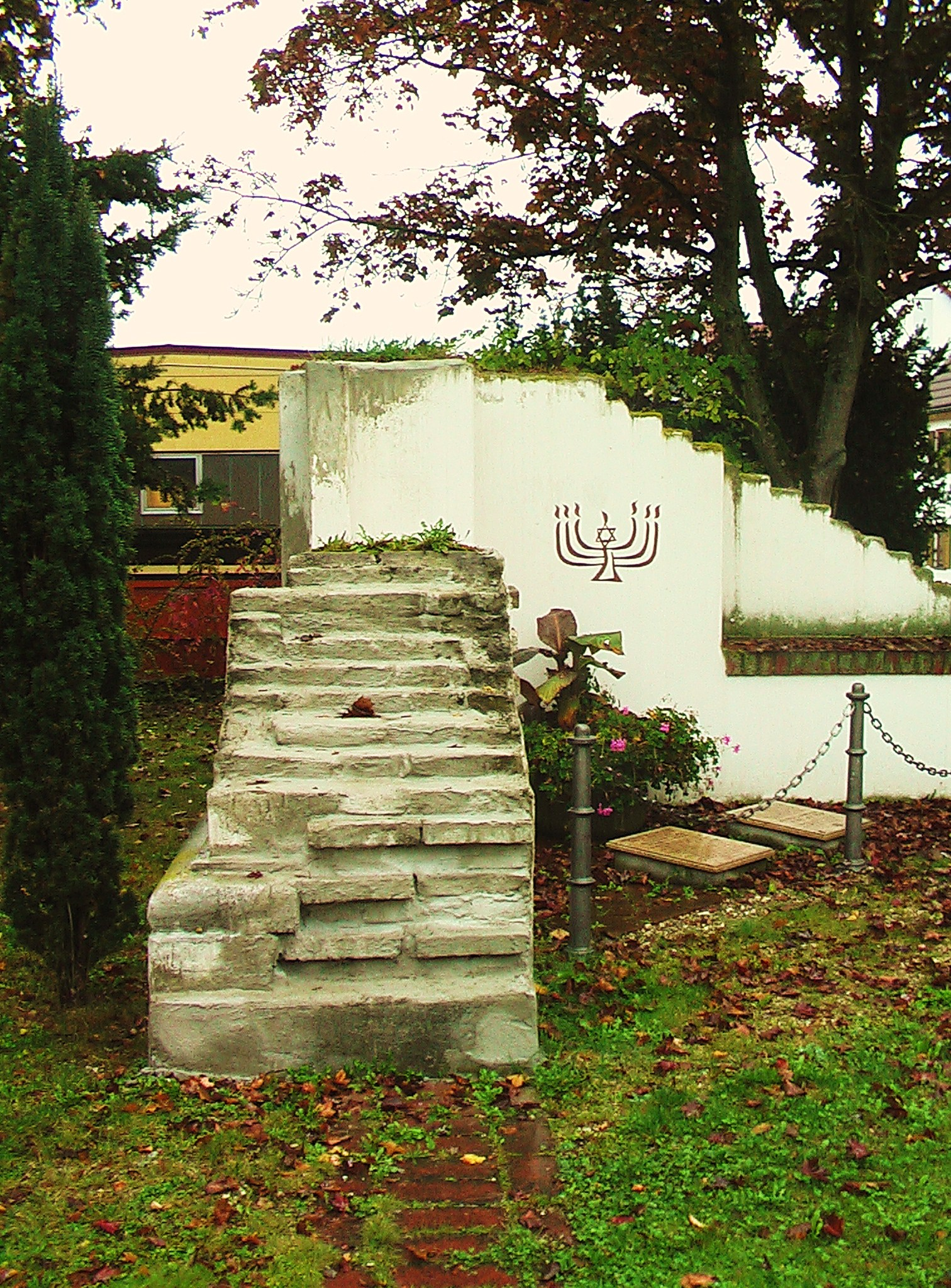 Huerben Synagogue Memorial