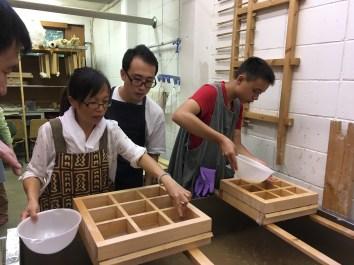 Making Mitsumata paper ( (Photo Courtesy: Sachiko Shibazaki))