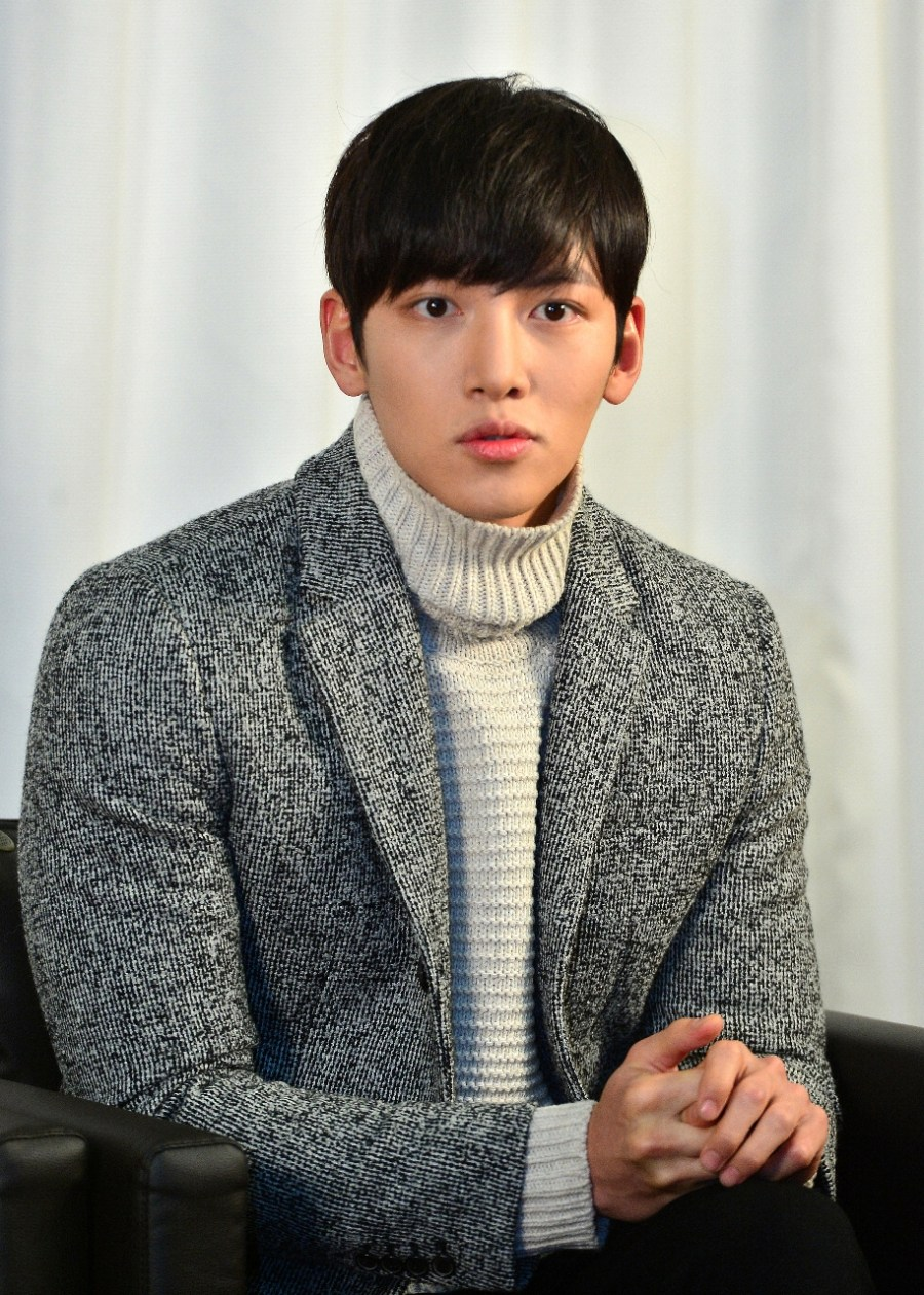 Ji Chang Wook, diễn viên đóng vai hai nhân vật Healer và Park Bong Su một cách dễ dàng trong phim cho biết, \