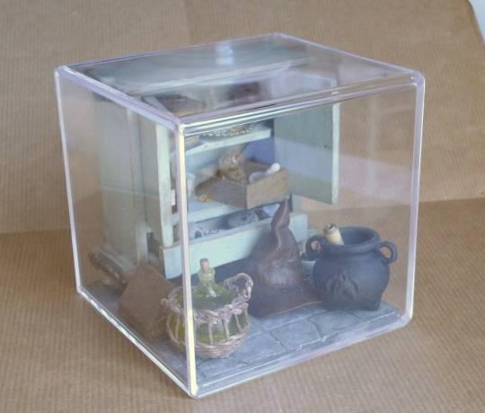 Miniatures et maisons de poupees  vitrines cube photos
