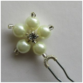 pearl flower pin