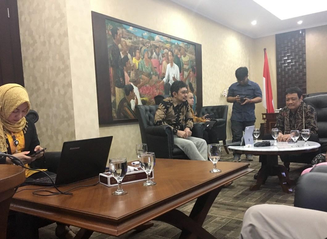 Suasana Diskusi Di Sektretariat Negara