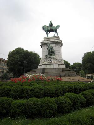 1065 Statue