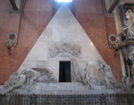 437 Inside Frari