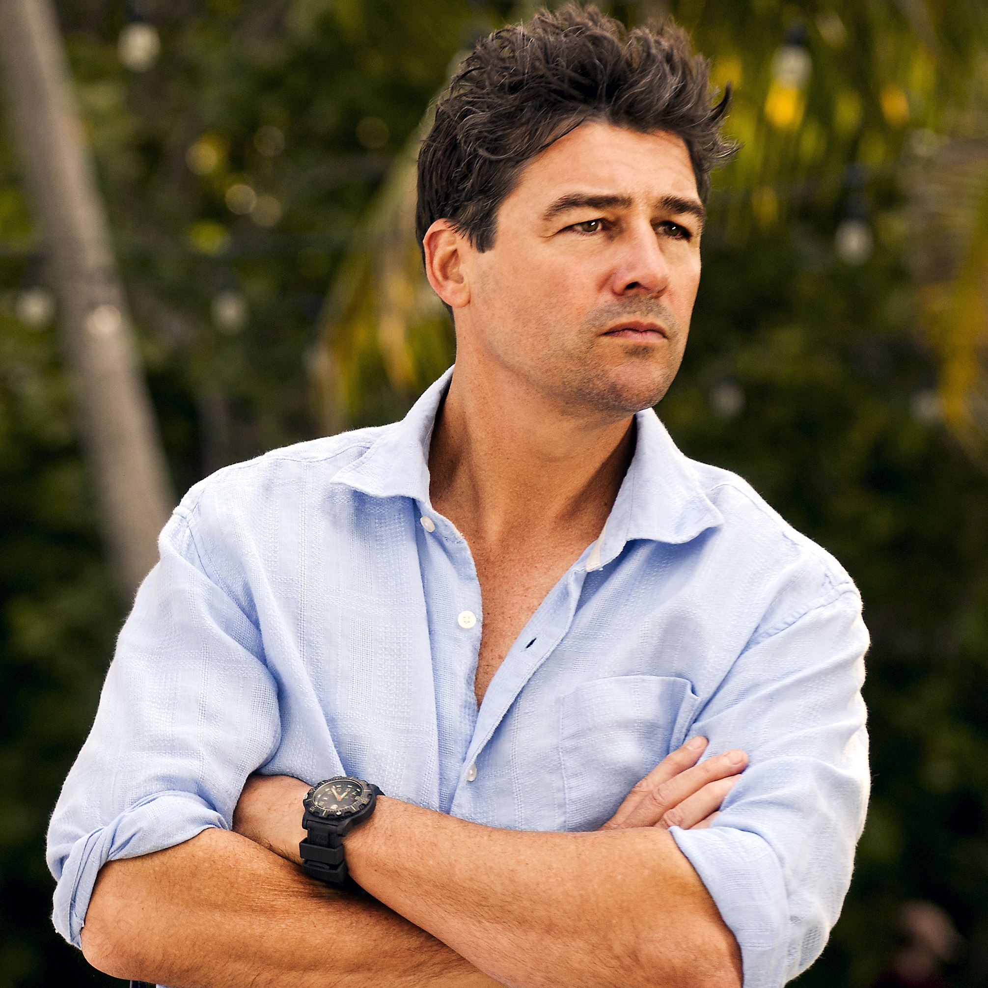 Kyle Chandler of TV fame.