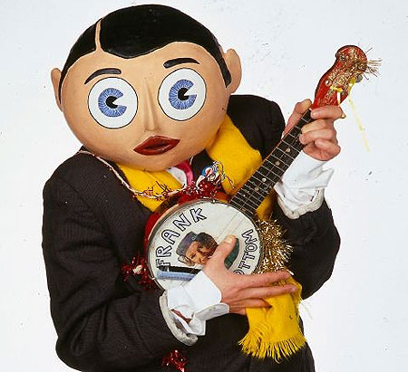 PUb rocking gero Frank Sidebottom, aka Chris Sievey