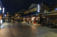 night-view-tea-houses-hanami-koji-gion-district-kyoto-jap-japan-june-wooden-street-june-hanam-main-avenue-s-37759749