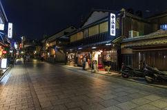 night-view-tea-houses-hanami-koji-gion-district-kyoto-jap-japan-june-wooden-street-june-hanam-main-avenue-s-37759749