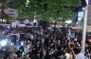 新宿アルタ前市民集会で発言する枝野立憲民主党代表