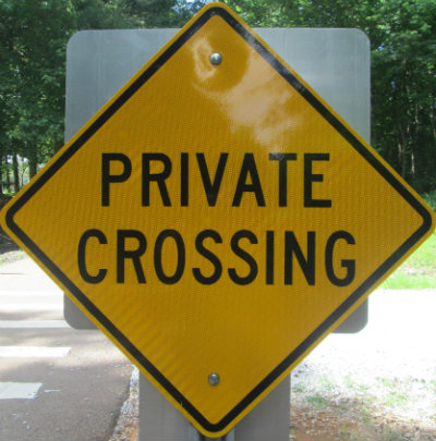 Private-crossing-sign-Tanglefoot-Trail-MS-2015-06-13
