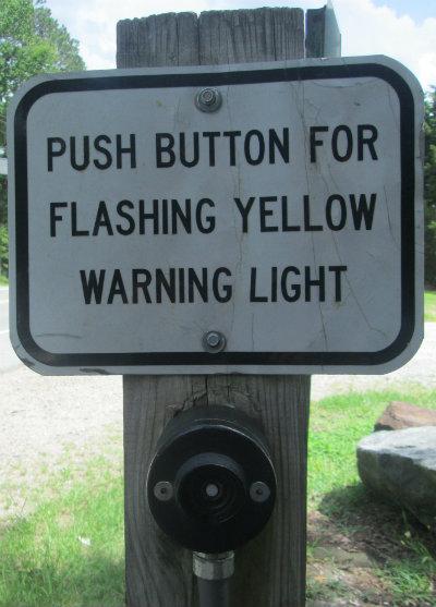 Push_button_for_flashing_yellow_warning_light_sign_American_Tobacco_RT_2015_07_05-6