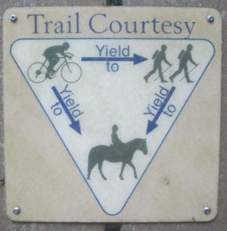 Trail_courtesy_sign_American_Tobacco_RT_2015_07_05-6