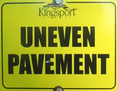 Uneven-pavement-sign-Kingsport-Greenbelt-TN-11-2-2016