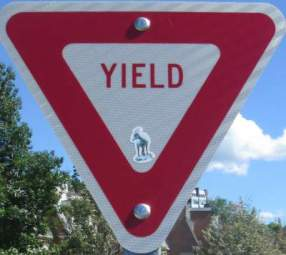 Yield-sign-Island-Line-Rail-Trail-Burlington-VT-9-1-2016