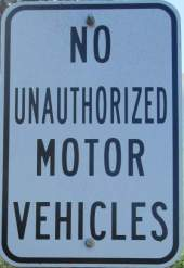No-unauthorized-vehicles-sign-Centennial-Trail-Coeur-d'Alene-ID-4-28-2016