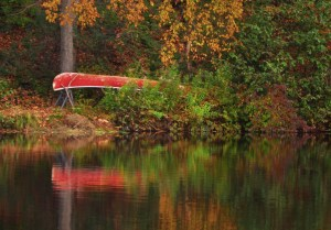 046-vermont-canoe-by-the-lake