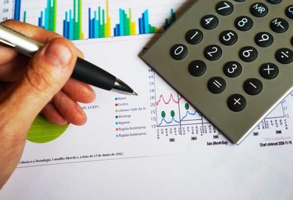 貯金 お金 資産運用office-pen-calculator-computation-163032