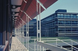 독일 슈투트가르트에 있는 독일 IBM 본부 건물. 1967-72년. Photo: saai, Horstheinz Neuendorff.