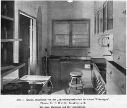 마가레테 슈테-리호스키가 디자인한 프랑크푸르트 근대식 주방. 사진은 『다스 베르크(Das Werk)』 지 1927년호에 실렸던 자료사진. Courtesy: Schütte-Lihotzky Archive, University of Applied Arts, Vienna.