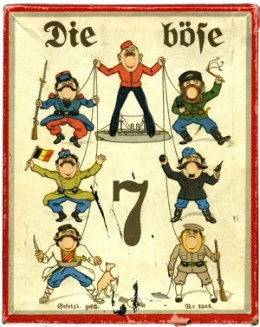 """어린이용 역사교육게임 """"악인 7명"""" (Geschicklichkeitsspiel """"Die Böse 7"""" W&S, Berlin, 1914년경, 카드보드, Pappe, 점토구슬, 리토그라프, 13,2 x 10,3 x 1,7 cm. Altonaer Museum, Hamburg"""