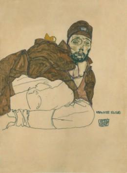 에곤 실레 (EGON SCHIELE, 1890–1918) »병든 러시아 군 (Kranker Russe)«, 1915년, 43,6 × 30,4 cm, Black chalk, gouache on brown paper, mounted on Japanese paper. Leopold Museum, Wien