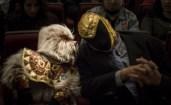 """Alushe y el homenajeado Tinieblas antes de la proyección en el Teatro de la Ciudad de """"The Course of Styria"""". Foto: Cortesía Macabro."""