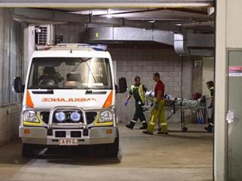 หญิงสาวขึ้โมโหขณะถูกนำส่งโรงพยาบาล
