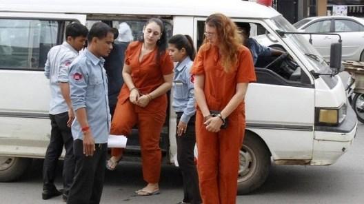 น.ส. Charlene Savarino และนาง Yoshe Ann Taylor  ถูกนำตัวมาขึ้นศาล
