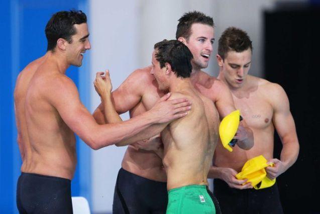 ทีมว่ายน้ำ 4 x 100 ม. จากซ้ายไปขวา Matt Abood, James Magnussen, Cameron McEvoy และ Tommaso D'Orsogna