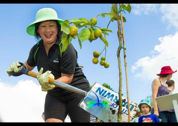 นาง  Katrina Fong Lim นายกเทศมนตรีเขต Darwin City